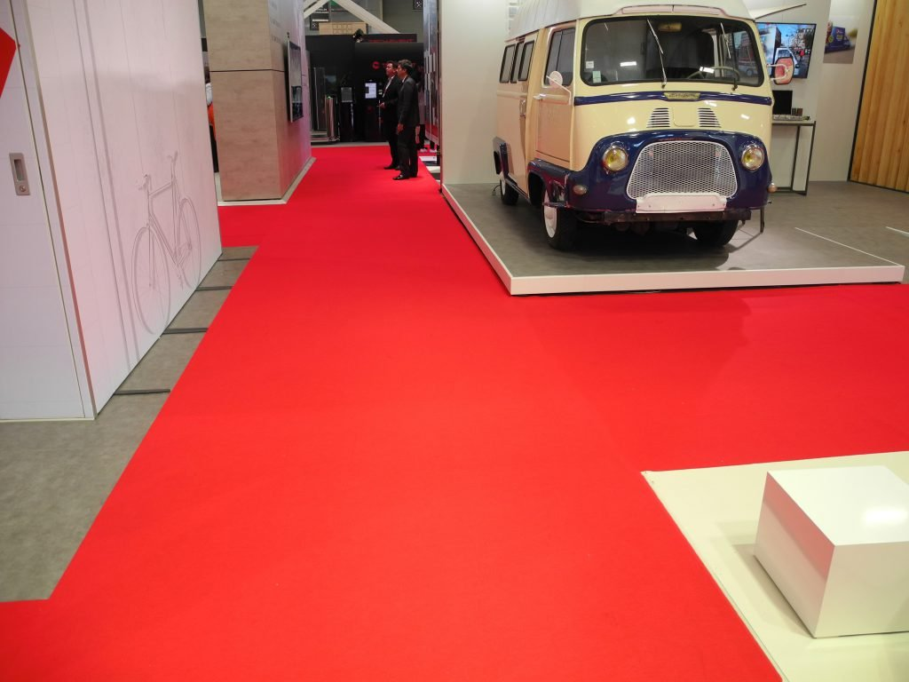 sommer-event-carpet-expostyle-expocolor-9662-tomato-ambiance-2-1024x76